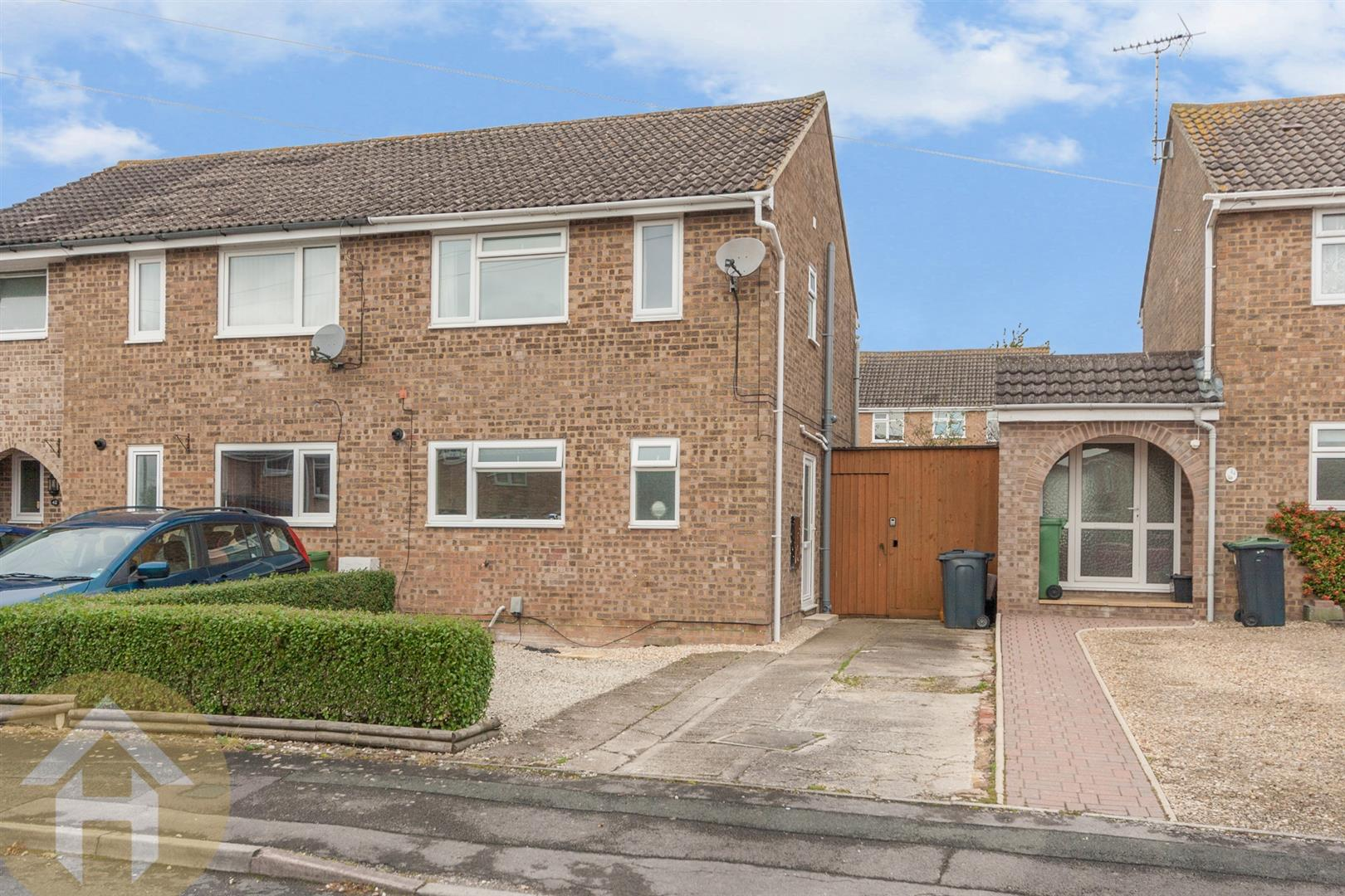 3 Bedrooms Semi Detached House for sale in Coleridge Close, Royal Wootton Bassett